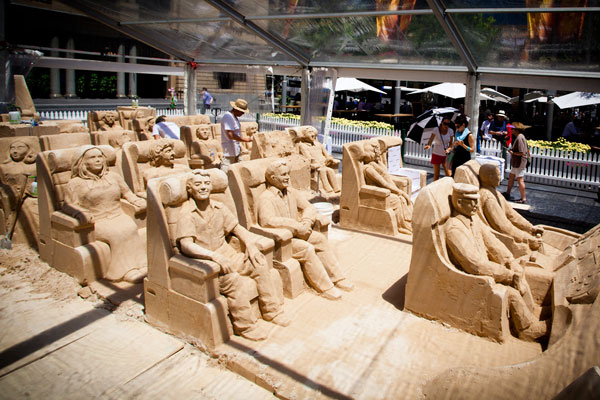 ambient-gold-coast-qantas-airline-sand-sculpture
